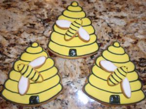 Capital Cake Chick's Bee-autiful hive cookies will be at the South Austin Bakes for West site!